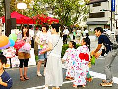お花市にてサンタ募金活動
